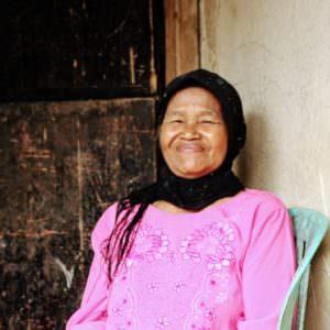 Cikoneng - oude vrouw